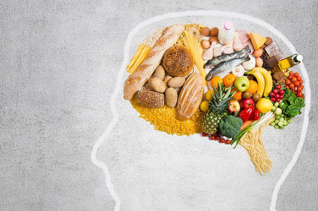 еда в нарисованном силуэте головы