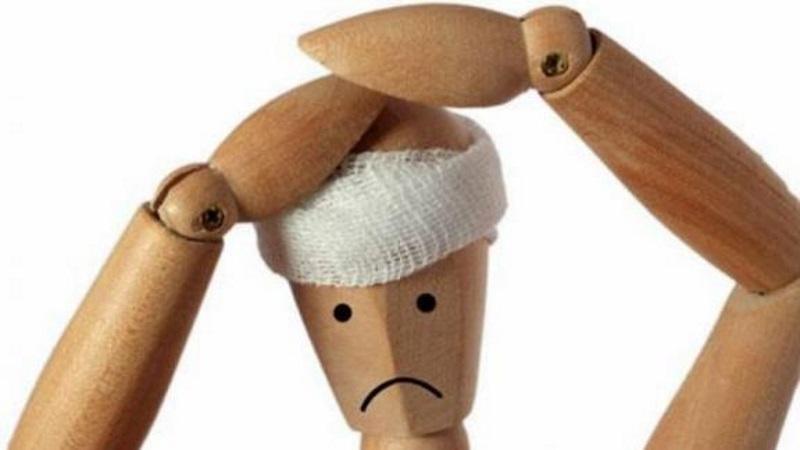 перебинтованная голова куклы