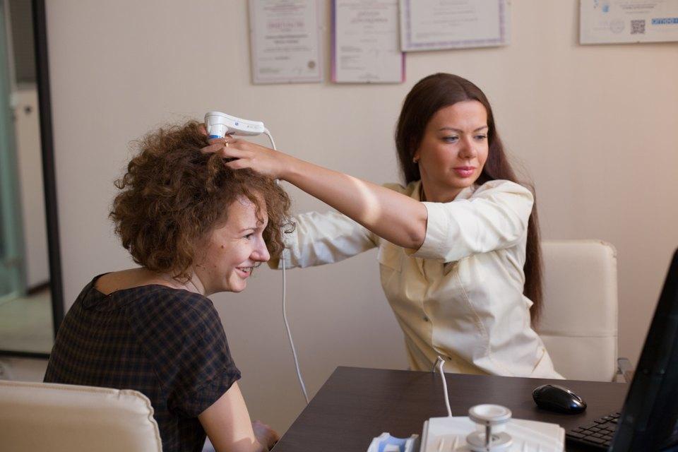 обследование кожи головы
