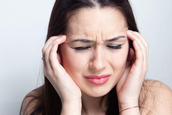 у девушки головная боль при низком давлении