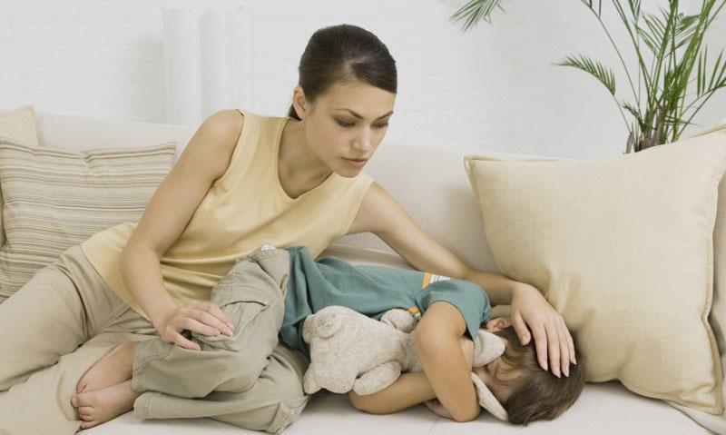 Болит голова у ребенка и живот болит
