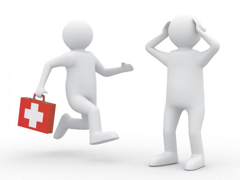 врач бежит к больному