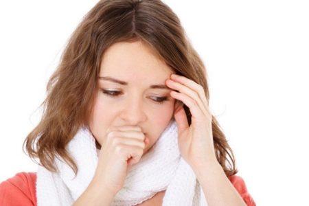 при кашле e девушки болит голова