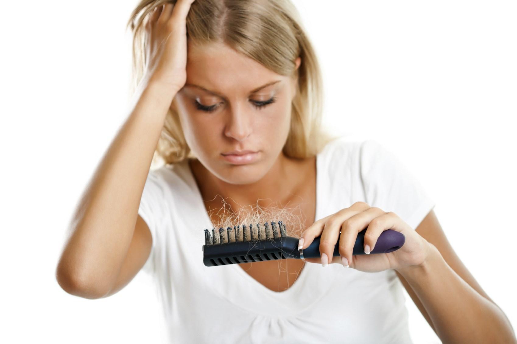 у женщины после родов выпадают волосы что делать