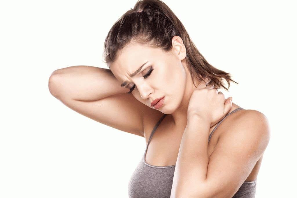 Может ли болеть голова от шейного остеохондроза и что делать