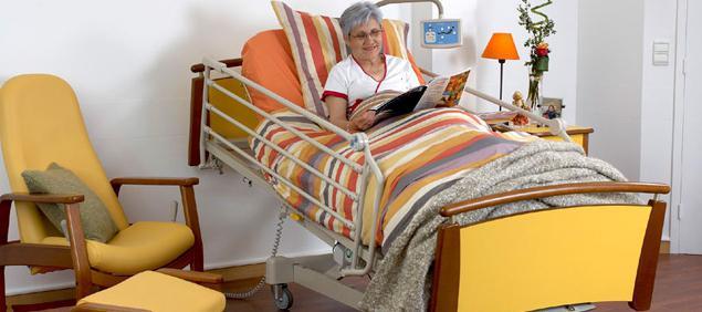 женщина на удобной кровате