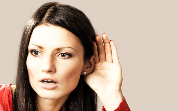 ухудшение слуха у девушки