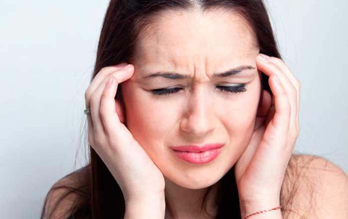 у женщины головная боль после еды