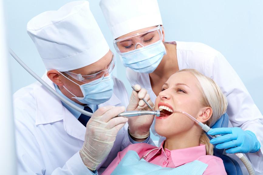 стоматолог и ассистент