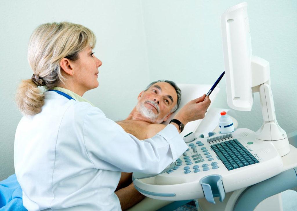 врач с пациентом
