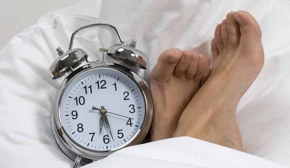 Все, что нужно знать о синдроме беспокойных ног: причина возникновения, как проявляется, лечение